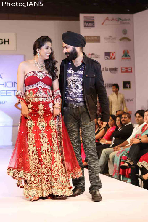 Bhumika Chawla Showstopper For Ad Singh At Hyderabad India Fashion Street