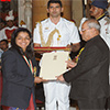 President of India presenting the Rajiv Gandhi Khel Ratna Award to Ms. Sakshi Malik