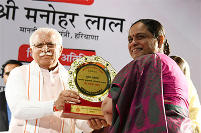 Manohar Lal being presented with a memento